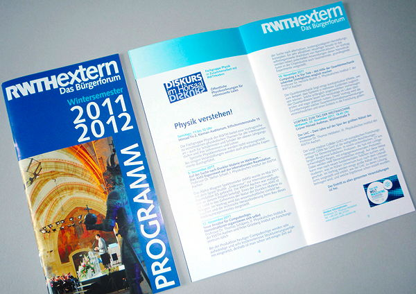 Layout im klassischen Corporate Design eines regelmäßig erscheinenden Programmheftes für RWTHextern