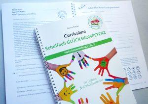 Editorial Design · Bücher · Schulfach Glückskompetenz · Layout und Reinzeichnung für eine Materialsammlung zum Unterrichtsthema 'Glück'